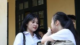 Thí sinh Hà Nội phấn khởi vì đề thi vào 10 năm nay được đánh giá dễ. Ảnh: QUANG PHÚC