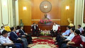 Ông Trần Thanh Mẫn tiếp nhận ủng hộ của Tập đoàn T &T