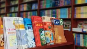 Sách giáo khoa được cung ứng tới tay học sinh