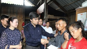 Đoàn công tác của Bộ GD-ĐT đã đến thăm hỏi gia đình các nạn nhân