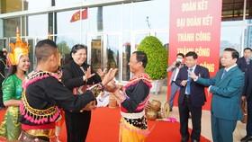 Phó Chủ tịch Quốc hội Tòng Thị Phóng cùng các đại biểu. Ảnh: QUANG PHÚC