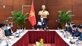 Thủ tướng Nguyễn Xuân Phúc họp khẩn về Covid-19 sáng 28-1. Ảnh: VIẾT CHUNG