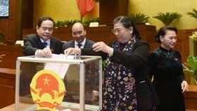 Quốc hội xem xét miễn nhiệm các Phó Chủ tịch Quốc hội: Tòng Thị Phóng, Uông Chu Lưu và Phùng Quốc Hiển