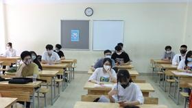 Chiều 6-7, thí sinh làm thủ tục dự thi tốt nghiệp THPT 2021. Ảnh: QUANG PHÚC