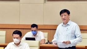Bộ trưởng Bộ Y tế Nguyễn Thanh Long báo cáo tại cuộc họp. Ảnh: VIẾT CHUNG
