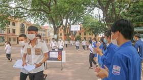 Thí sinh dự thi ở điểm thi Trường THPT Tân Yên, tỉnh Bắc Giang
