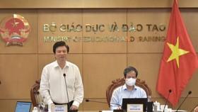 Thứ trưởng Bộ GD-ĐT Nguyễn Hữu Độ phát biểu khai mạc hội nghị.  -học sinh khối tiểu học