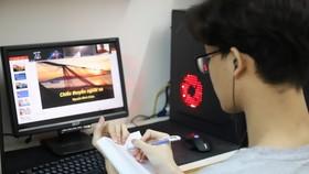 Học sinh nhiều tỉnh thành có dịch đang phải học tập trực tuyến và gặp không ít khó khăn. Ảnh: QUANG PHÚC