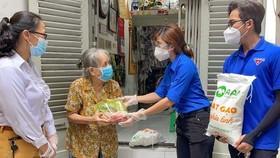 Thủ tướng yêu cầu khắc phục ngay các tồn tại về hỗ trợ y tế, lương thực và giãn cách    