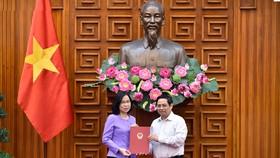 Thủ tướng trao quyết định bổ nhiệm nữ Tổng Giám đốc đầu tiên của TTXVN