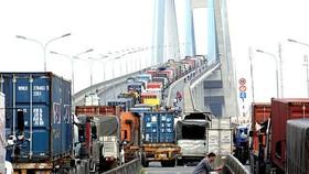 Giải tỏa ùn tắc ở cảng, giảm chi phí logistics