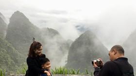 Du khách TPHCM tham quan, chụp hình tại Quản Bạ - Hà Giang
