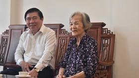 Chủ tịch UBND TPHCM Nguyễn Thành Phong dâng hoa, dâng hương các Anh hùng liệt sĩ