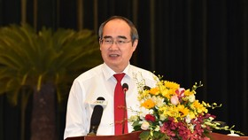 Bí thư Thành ủy TPHCM Nguyễn Thiện Nhân phát biểu tại Hội nghị thi đua. Ảnh: VIỆT DŨNG