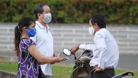 TPHCM hỗ trợ người bán hàng rong, chạy xích lô, thu gom rác bị ảnh hưởng bởi dịch Covid-19