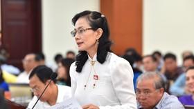 Đại biểu Nguyễn Thị Kim Dung phát biểu trong phiên thảo luận, sáng 10-7-2020. Ảnh: VIỆT DŨNG
