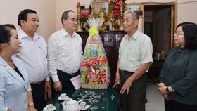 TPHCM tặng quà hơn 75.700 thương binh, liệt sĩ nhân dịp 27-7