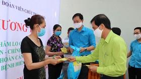 TPHCM cơ bản hoàn thành hỗ trợ cho người dân bị ảnh hưởng bởi dịch Covid-19
