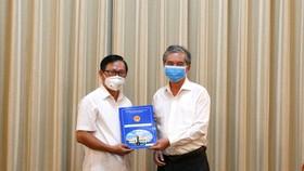 Phó Chủ tịch UBND TPHCM Ngô Minh Châu trao quyết định cán bộ