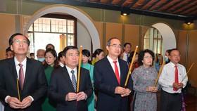 Lãnh đạo TPHCM dâng hương tưởng niệm Chủ tịch Hồ Chí Minh, Chủ tịch Tôn Đức Thắng