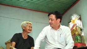 Phó Chủ tịch UBND TPHCM Lê Hòa Bình thăm, chúc tết người dân có hoàn cảnh khó khăn tại huyện Củ Chi
