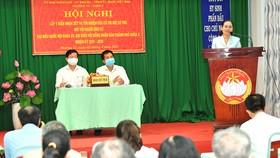 Đồng chí Nguyễn Thị Lệ phát biểu tại Hội nghị lấy ý kiến nhận xét và tín nhiệm của cử tri nơi cư trú đối với người ứng cử. Ảnh: VIỆT DŨNG