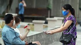TPHCM dự kiến hỗ trợ người bán vé số 1,5 triệu đồng/người trong những ngày TPHCM giãn cách xã hội. Ảnh: HOÀNG HÙNG