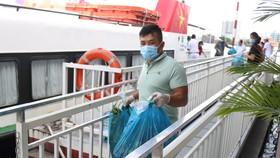 25 tấn rau, củ, quả của Pacific Foods hỗ trợ đã được vận chuyển bằng tàu cao tốc tới TPHCM