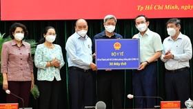 Chủ tịch nước Nguyễn Xuân Phúc: Chiến lược song trùng vừa dập dịch, vừa điều trị