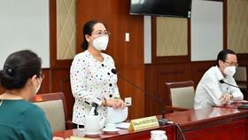 Chủ tịch HĐNDTPHCM Nguyễn Thị Lệ phát biểu trong buổi tặng thuốc an sinh cho quận 6. Ảnh: VIỆT DŨNG
