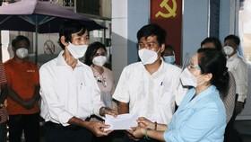 Chủ tịch HĐND TPHCM Nguyễn Thị Lệ thăm hỏi, động viên cán bộ cơ sở tại quận 3