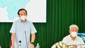 Bí thư Thành ủy TPHCM Nguyễn Văn Nên phát biểu trong buổi làm việc với quận 7 về phòng chống dịch Covid-19. Ảnh: VIỆT DŨNG