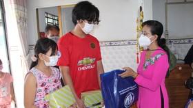 UBND TPHCM chỉ đạo hỗ trợ cho trẻ mồ côi và người già neo đơn vì Covid-19