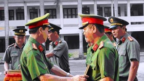 Tặng bằng khen cho Công an Nhơn Trạch về thành tích triệt phá băng nhóm trộm cắp xe máy liên tỉnh