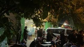 Giám đốc bệnh viện bị giang hồ khống chế đòi nợ, cả trăm cảnh sát đến hiện trường