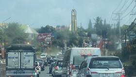Mùng 2 tết: Kẹt xe ở ngã tư Dầu Giây