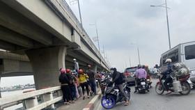 Một phụ nữ để lại xe máy trên cầu Hóa An rồi nhảy xuống sông mất tích