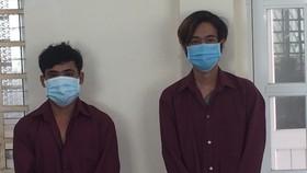 T. và N. bị tạm giữ để điều tra về hành vi chống người thi hành công vụ