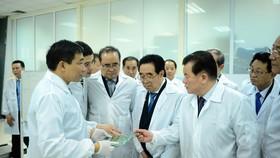 Đoàn cấp cao Triều Tiên tham quan tổ hợp nghiên cứu, sản xuất thiết bị dân sự của Viettel