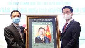 Phát hành đặc biệt bộ tem về nhà ngoại giao Nguyễn Cơ Thạch