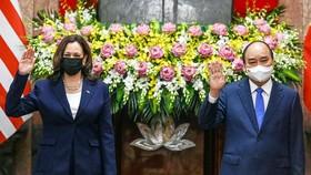 Chủ tịch nước Nguyễn Xuân Phúc hội kiến với Phó Tổng thống Hoa Kỳ Kamala Harris