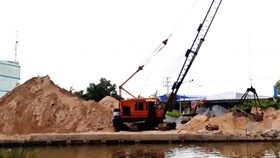 Construction in Ca Mau province delayed due to increased sand price (Photo: SGGP)