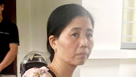 Nurse Hien who performs circumcision for kids in Khoai Chau District is suspended from work (Photo: SGGP)