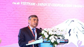 Deputy Minister Nguyen Minh Hong delivered his speech at the 12th Japan ICT Day 2018 on August 29. Photo by Tran Binh