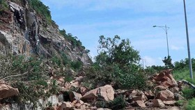 Typhoon Usagi destroys main roads in Khanh Hoa