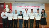 University grants scholarships to good, poor students of Ninh Thuan