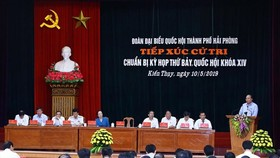 Prime Minister Nguyen Xuan Phuc speaks at the working session. (Photo: VNA)