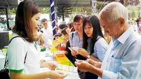 Citizens are learning information about recycling products in the Green Living Festival 2019