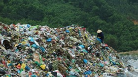 A waste landfill in Da nang City (Photo: SGGP)