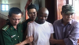 Omeje Jonson Chibu of Nigeria nationality is arrested for illegal entrance (Photo: SGGP)